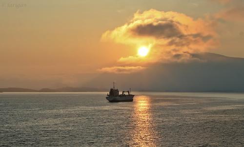 sea mist mountains fog sunrise fjord trawler ålesund aalesund bej omot larigan valderøyfjord phamilton