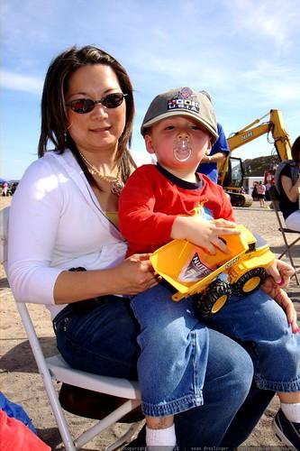 lori, noa, and his favorite sandbox toy    MG 3866