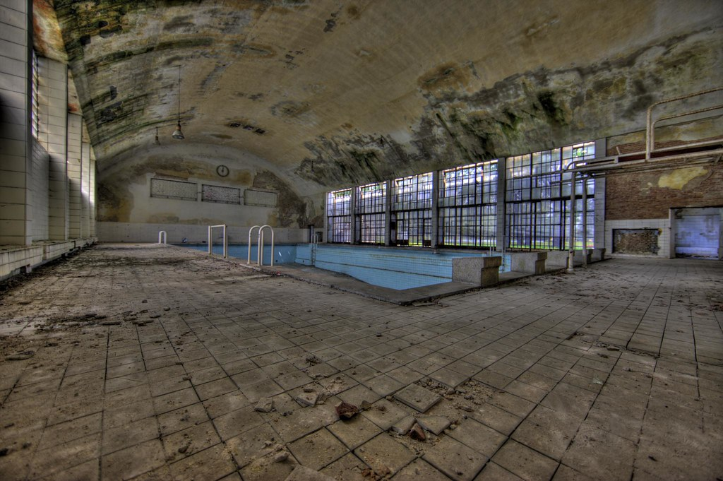 Olympic Village - Swimming pool (HDR) (I)