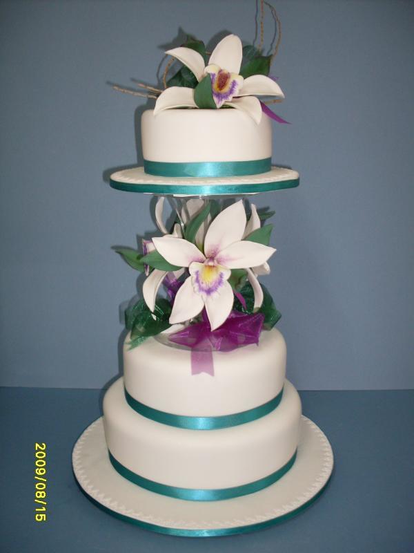Cake Decorating Course Toowoomba : Elaborate three tier wedding cakes Toowoomba Wedding ...