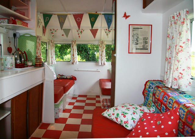 Constance classic caravan interior flickr photo sharing for Idee deco retro chic