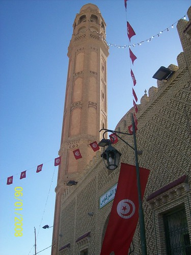 Tunisian flag, Sisi Mouldi mosque Tozeur