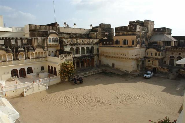 Interior del castillo-hotel de Mandawa Mandawa, La esencia rural de los Haveli - 4069654036 75648983eb z - Mandawa, La esencia rural de los Haveli