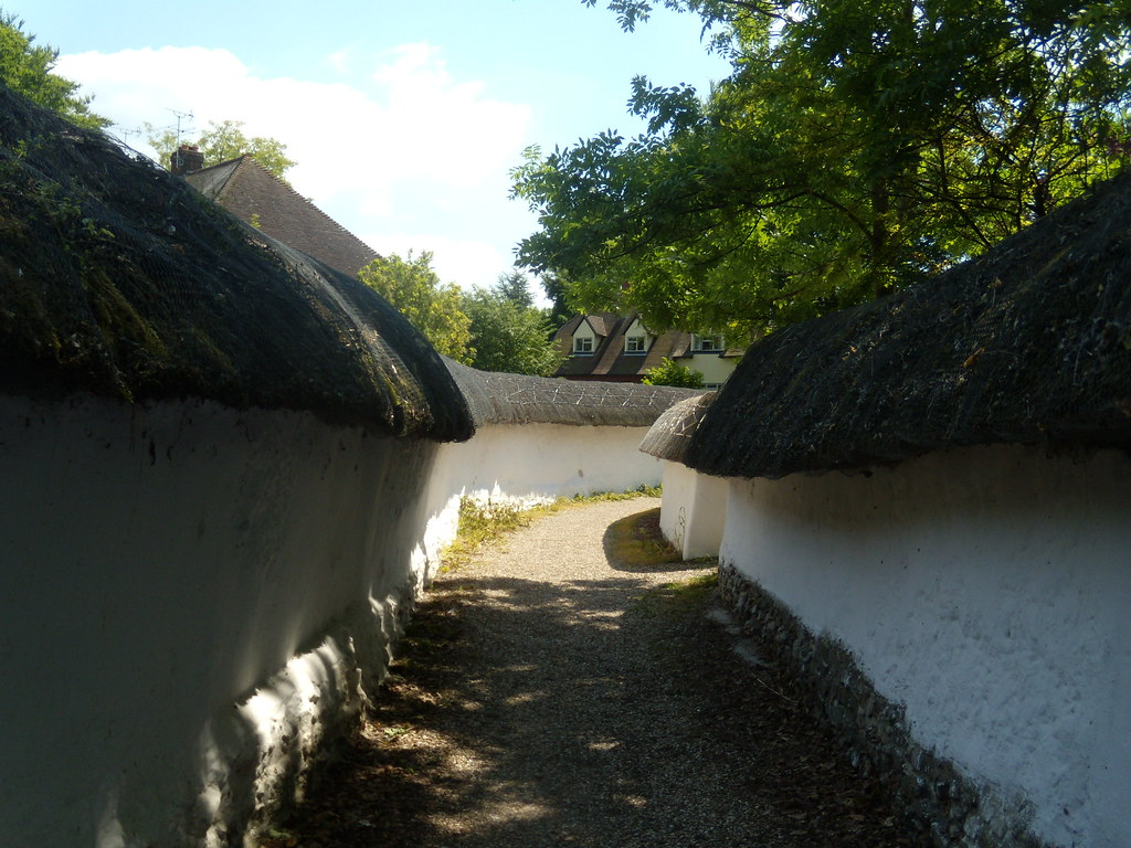 Thatched walls Blewbury. Cholsey to Goring