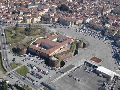 Emozioni e brindisi all 39 aeroporto di casale monferrato for Cappa arredamenti casale monferrato
