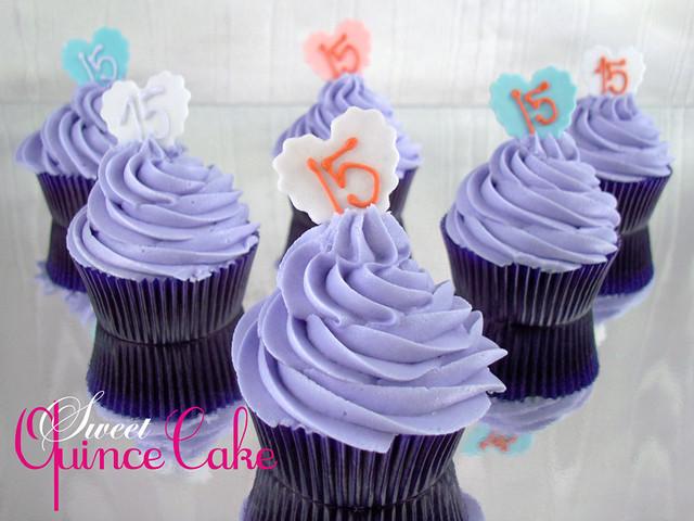 Quinceanera CupcakesQuinceanera Cakes With Cupcakes
