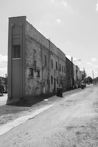 Weldon Back Alley (Black and White0