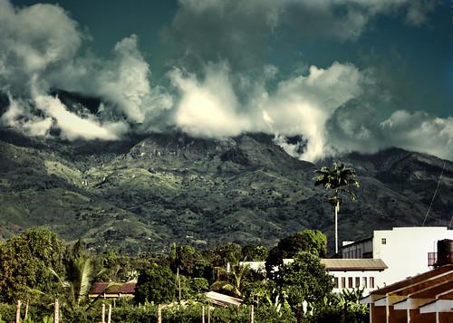 africa clouds 35mm tanzania morogoro f20 primelens nikond90 ulugurumountains