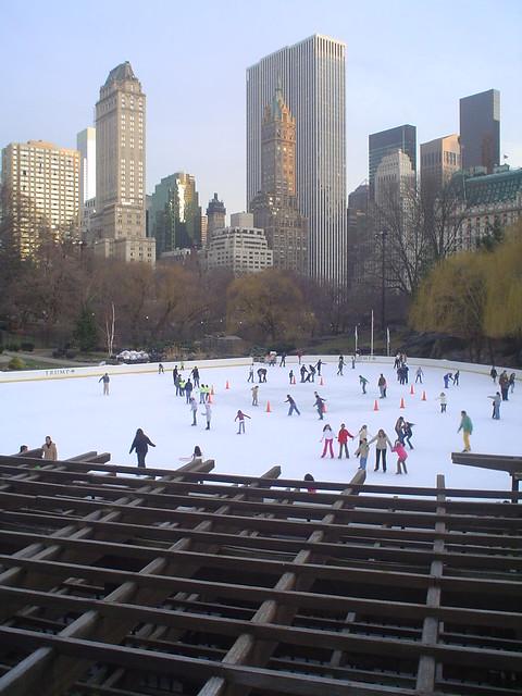 Foto vista de pista de hielo en el Central Park de Nueva York EE.UU.