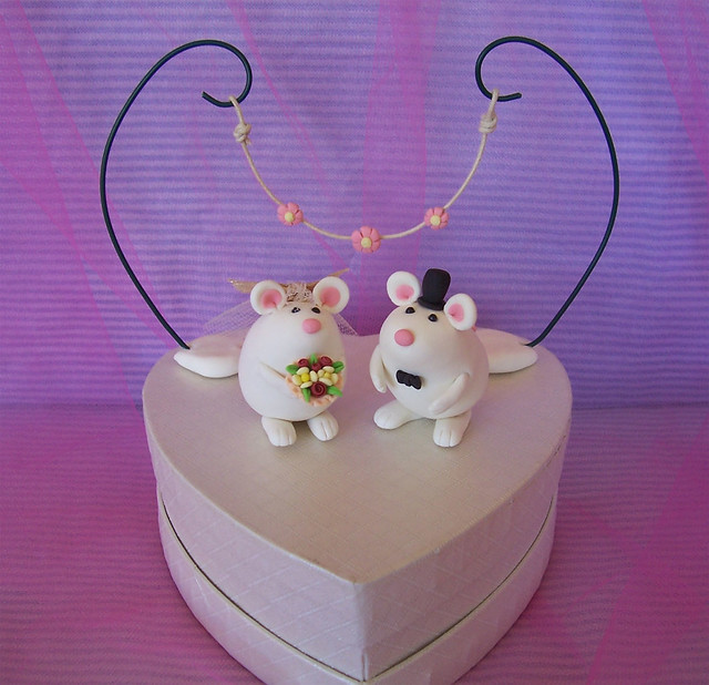 Elegant unusual funny bride and groom animals wedding cake toppers