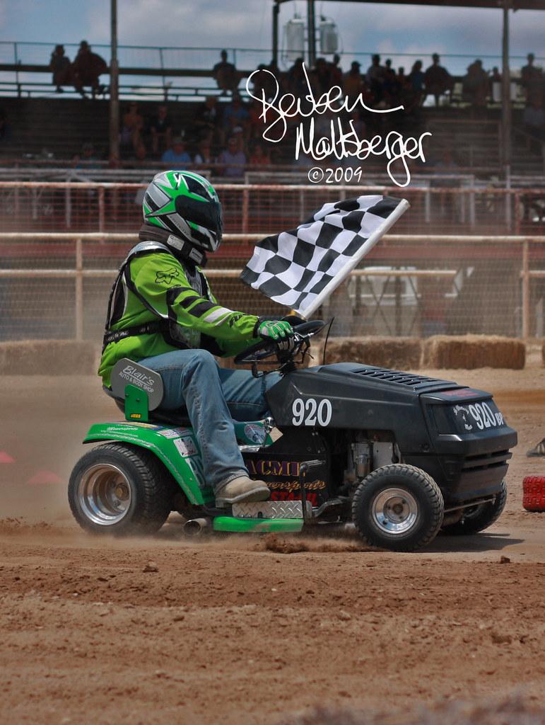 Lawn Mower Racing >> Bergesfest032 Lawn Mower Racing Reubeninstt Flickr
