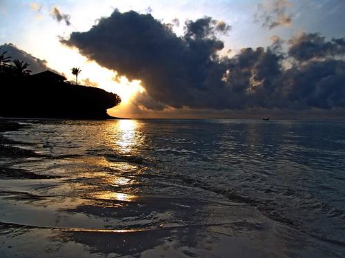 sea sky cloud sun beach backlight boat barca mare nuvola cloudy kenya wave safari cielo sole spiaggia malindi onda nuvoloso watamu bambury shanzu