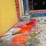 Found abstract painting with wire, broom, rag, arch, bricks, tile, metal grate, and mango, Belmar Hotel floor, South Mazatlan, Sinaloa, Mexico - Encontrado pintura abstracta con alambre e escoba