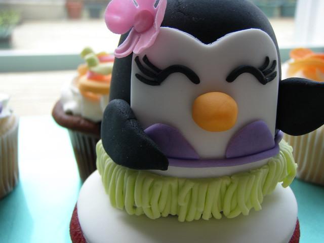 luau cupcakes  cake