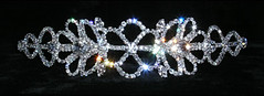 THIS HEADBAND SITS FLAT TO THE HEAD BUT HAS LOTS OF SPARKLE TO STILL STAND OUT €45.00