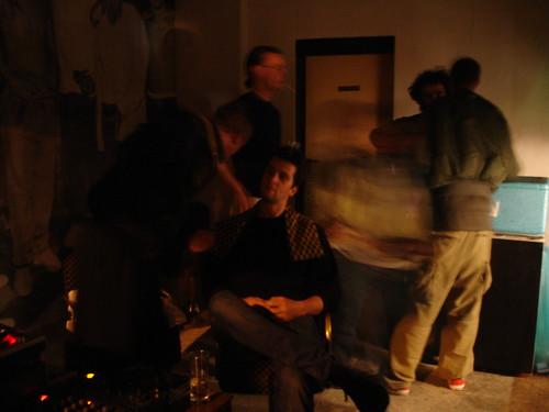 DEO Bar (sehr dunkel) im Bahnhofsviertel an einem der letzten Abende. November 2005