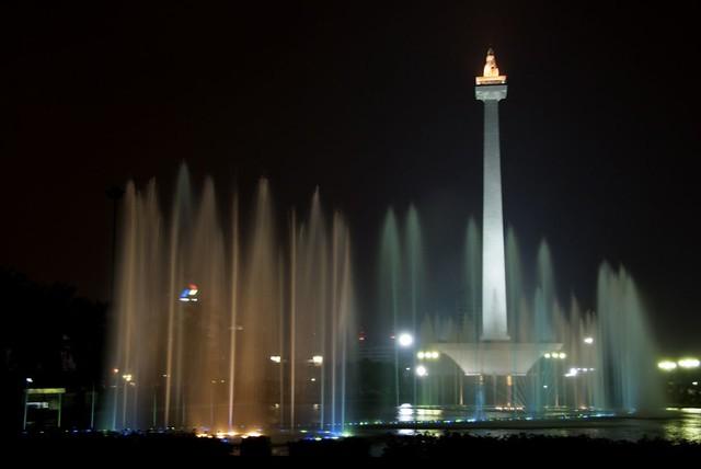 Water Fountain Show taman monas, malam tahun baru di jakarta - jakartatraveller