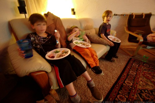 kids table? kids eat in the basement    MG 6142