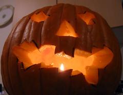 carving(0.0), holiday(0.0), event(1.0), pumpkin(1.0), halloween(1.0), calabaza(1.0), jack-o'-lantern(1.0), lighting(1.0),