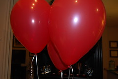 toy(0.0), red(1.0), balloon(1.0),