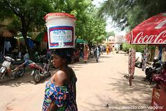 Mulher no mercado de Bamako no Mali