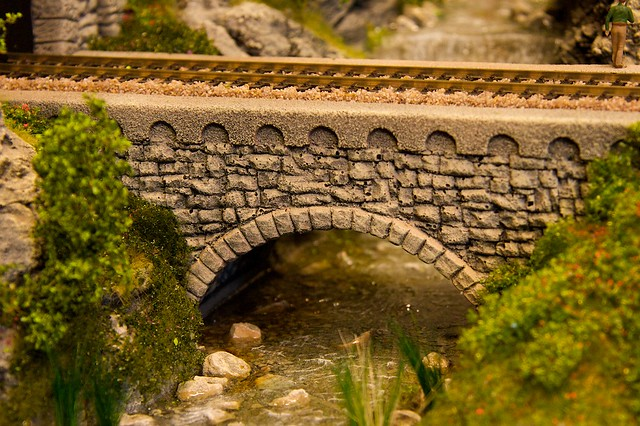 Model railway bridges and structures using