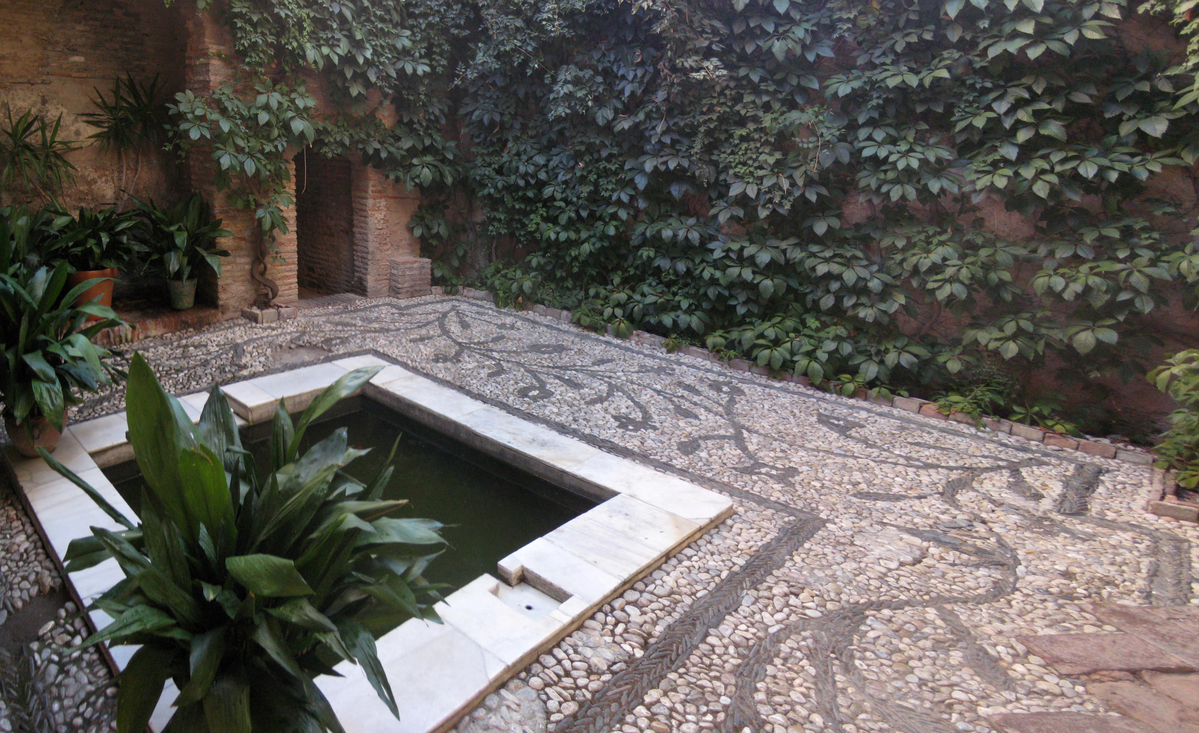 Baños Arabes Antiguos:Baños árabes: El Bañuelo / Baños del Nogal