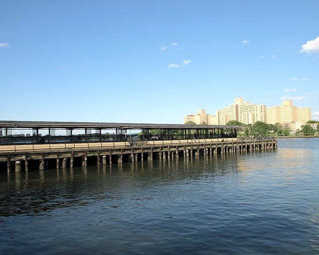 East harlem fishing pier harlem river new york city for Fishing in new york city