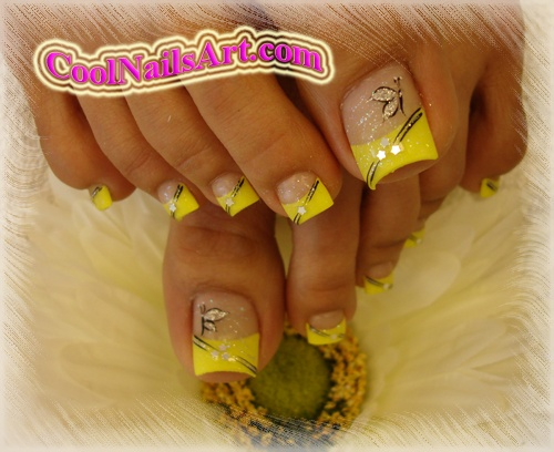 The Amusing Pretty golden nails Picture