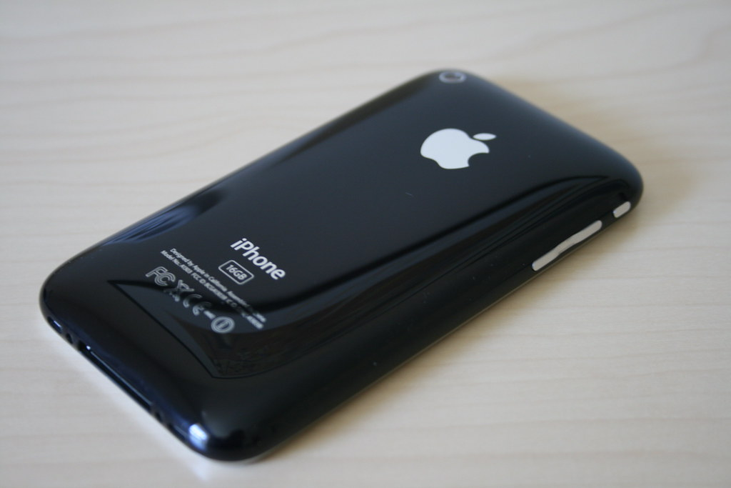 iPhone 3GS 16GB Black (Back)