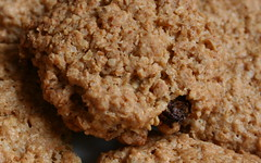 baking, oatmeal-raisin cookies, baked goods, cookies and crackers, food, dessert, cookie, snack food,