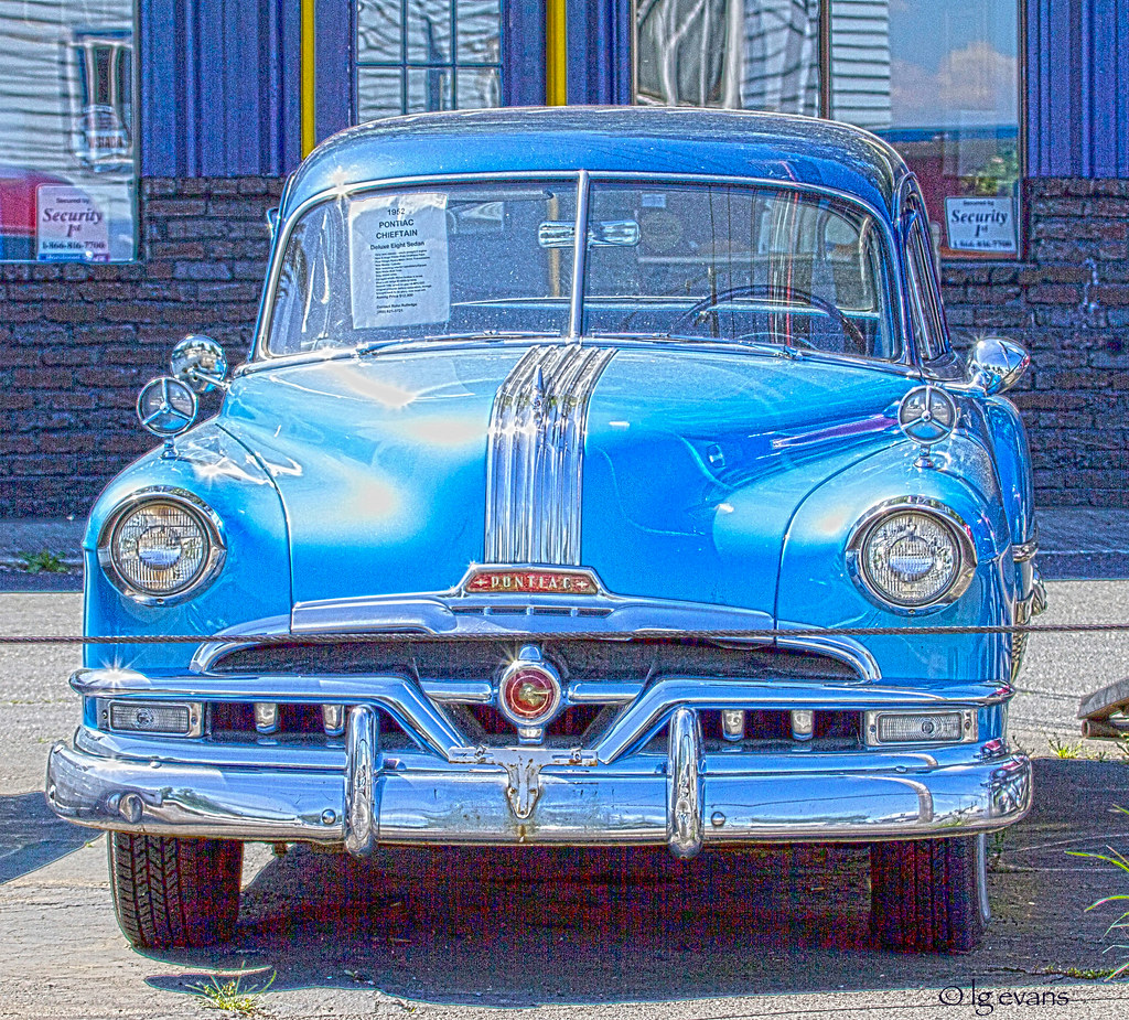 52 Pontiac Chieftain Sedan