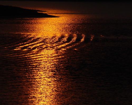 sunset lake gold golden ripple wave korea soe appletree appletrees daejeon naturesfinest mywinners applelike platinumphoto theturntable goldendiamondblog daejeom