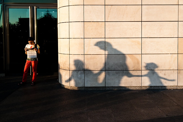 Shadows - Contoh Besar Shadows di Street Photography
