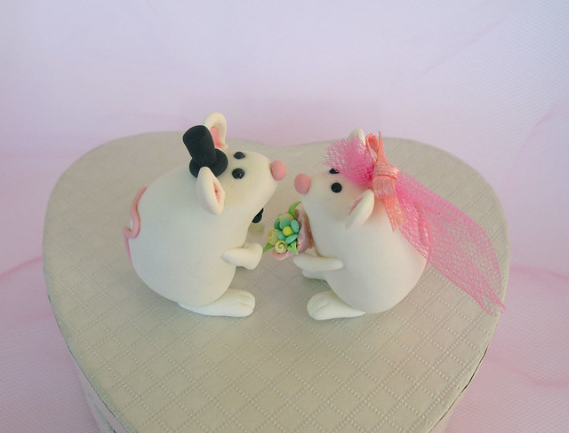 Funny cute animals as wedding cake toppers An unusual clay decoration for