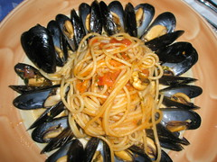 vegetable(0.0), vegetarian food(0.0), produce(0.0), spaghetti alle vongole(1.0), italian food(1.0), spaghetti(1.0), seafood(1.0), clam sauce(1.0), invertebrate(1.0), food(1.0), dish(1.0), cuisine(1.0), clams, oysters, mussels and scallops(1.0), mussel(1.0),