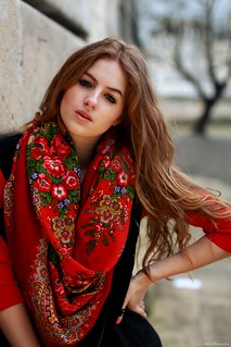 how-to-tie-scarf-girl-paris-french-comtesse-sofia