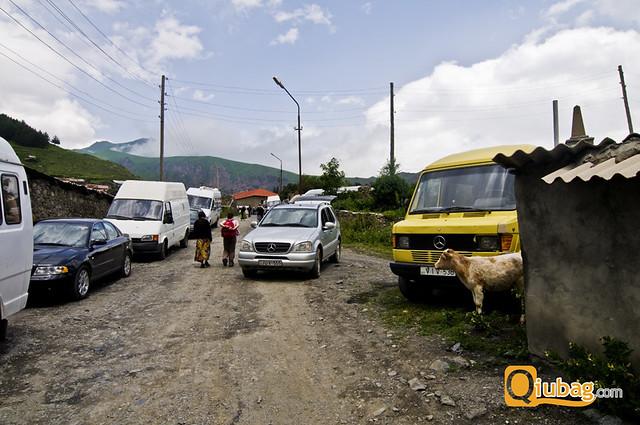 Zdjęcie parkingu w Kazbegi