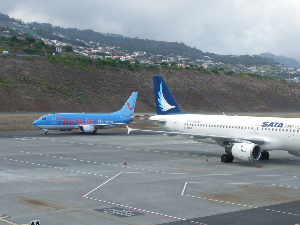 After landing at the Madeira Airport in Santa Cruz - Thomsonfly.com charter taxied behind a SATA Airlines plane who parks! ( September 2009 ).