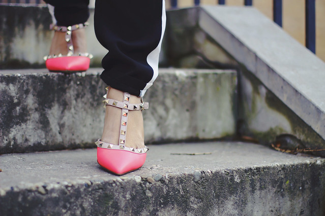 Valentino Rockstud Pink Pumps Sigrun Woehr, Mode Junkie, &OTHERSTORIES turtleneck sweater