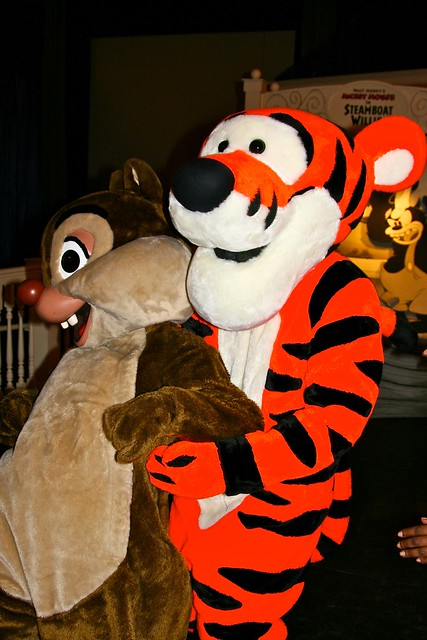 WDW April 2009 - Characters invade Expo Hall