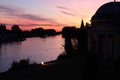 uk autumn sunset urban water thames walking temple garrick shakesphere gascoine platinumheartaward markgascoine