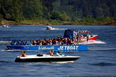willamette jetboat flanked by speedboats    MG 4321