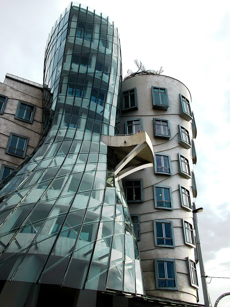 08 praga la casa danzante dancing house ginger for Nationale nederlanden oficinas