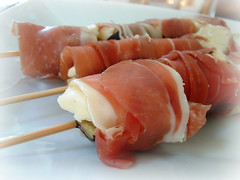 meal, sashimi, fish, brochette, meat, prosciutto, food, dish, cuisine, smoked salmon,