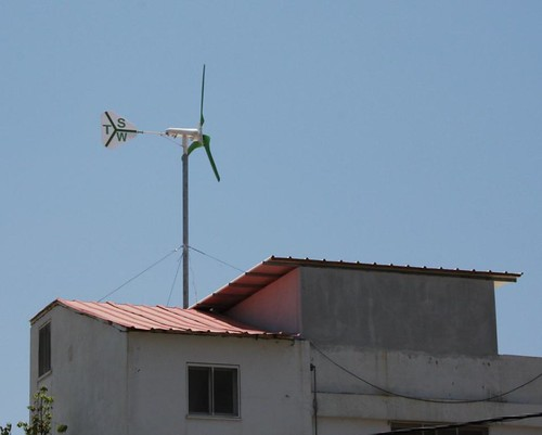 Roof top residential wind turbine