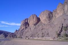 Montanhas rochosas no Oásis de Fint em Ouarzazate