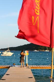 Bilde av Plage de Santa-Giulia Folacca Beach. corsica sea flag red beach corse boat pier