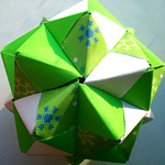 Picture of octahedral sonobe origami.