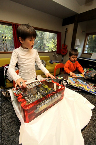 nick unwrapping surface to air showdown   transformers toy